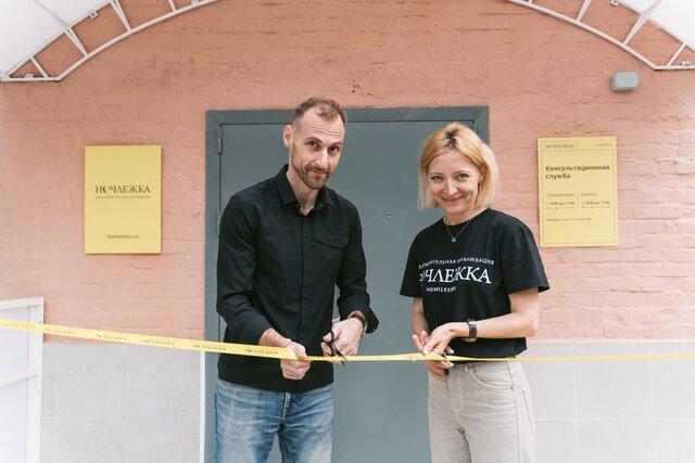 В Москве все-таки открылась «Ночлежка». Местные жители два года боролись с этим. «Медуза» рассказывает, какую помощь смогут получить бездомные в приюте