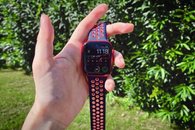 Мы неделю тестировали новые часы Apple Watch Series 6 — с датчиком измерения кислорода в крови, улучшенным экраном и батареей. Рассказываем, что они умеют и чем отличаются от прошлой модели