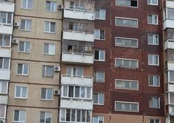 В Солнечном при падении с пятого этажа погиб пенсионер