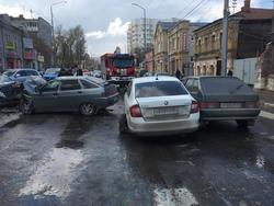 В ДТП с участием четырех автомобилей пострадали три человека
