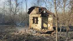 На Сокурском тракте вместе с камышом сгорели 8 деревянных построек