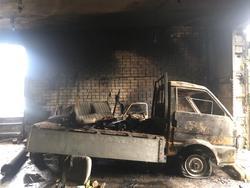 В Ленинском районе в гараже сгорела Mazda