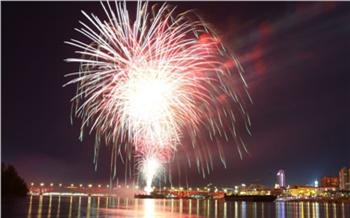 В честь Дня Победы над Красноярском прогремел салют