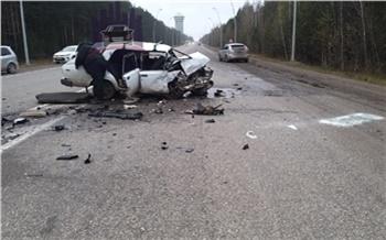 Водитель ВАЗа чудом выжил в страшном лобовом ДТП под Красноярском