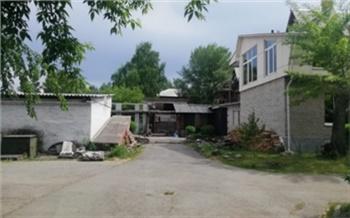 В Саяногорске студент прятался от незнакомцев и случайно сорвался с крыши