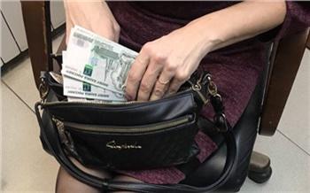 «Оказывала услуги психолога, астролога, таролога, втиралась в доверие и предлагала вкладывать деньги в инвестпроекты»: многопрофильную аферистку будут судить в Красноярске