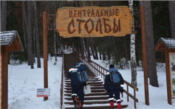 Красноярские спасатели помогли четырем травмированным туристам добраться домой с прогулки на «Столбах»