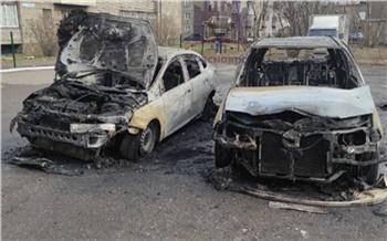 В Красноярске на Джамбульской сгорело два автомобиля