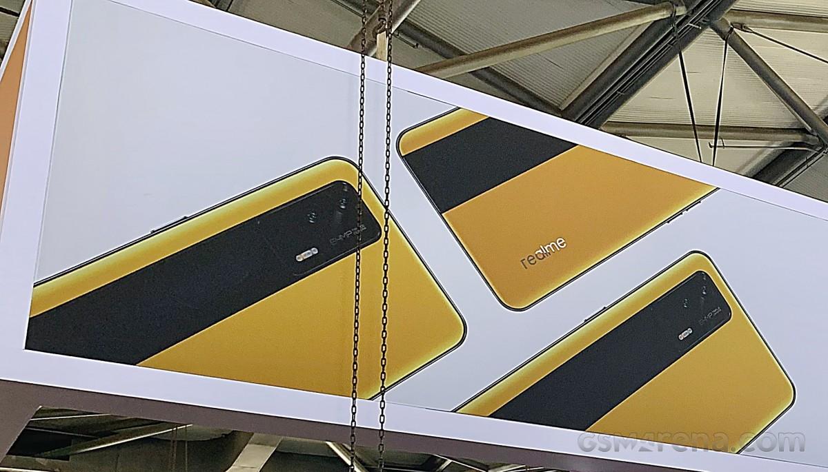 Смартфон Realme GT 5G украшает стенд на выставке MWC Shangai