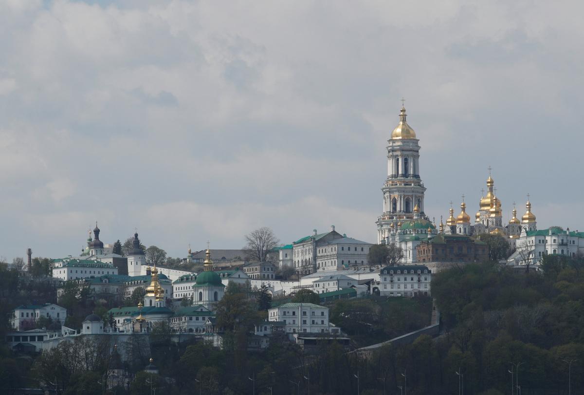 Зеленский ответил на петицию о выводе Киево-Печерской лавры из аренды УПЦ МП