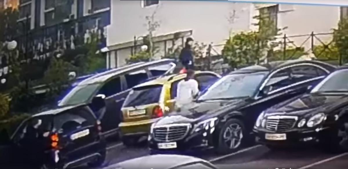 Появилось видео вчерашней стрельбы в центре Киева