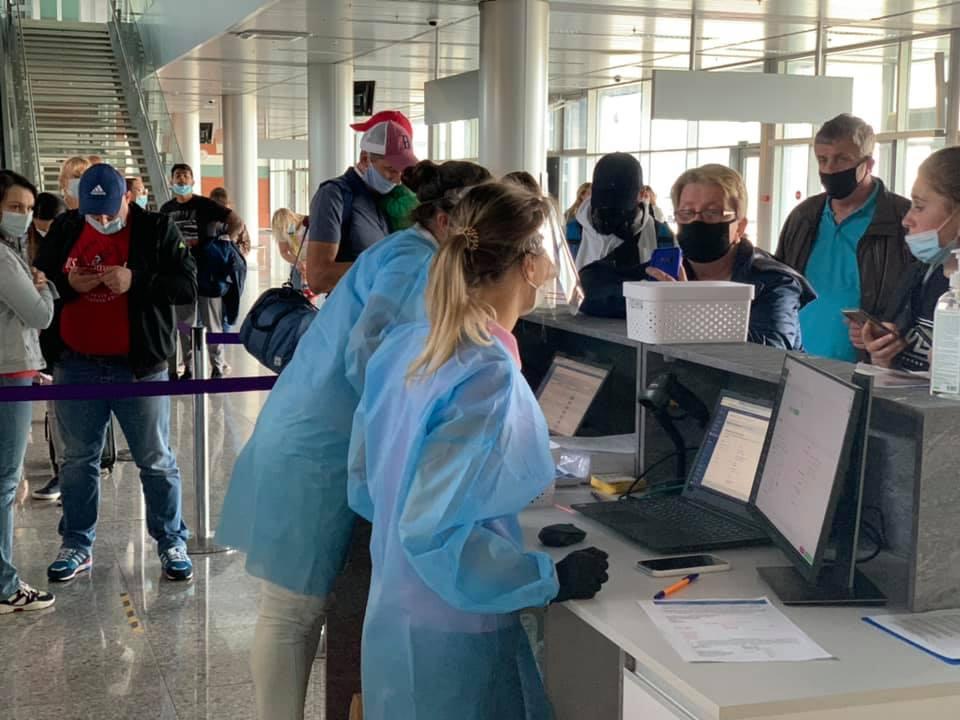 Украина изменила правила въезда для иностранцев и украинцев, возвращающихся из-за границы