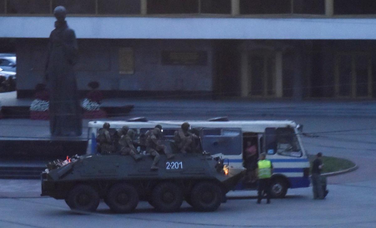 'А для чего граната и БТР?': в сети появилось полное видео задержания террориста в центре Луцка
