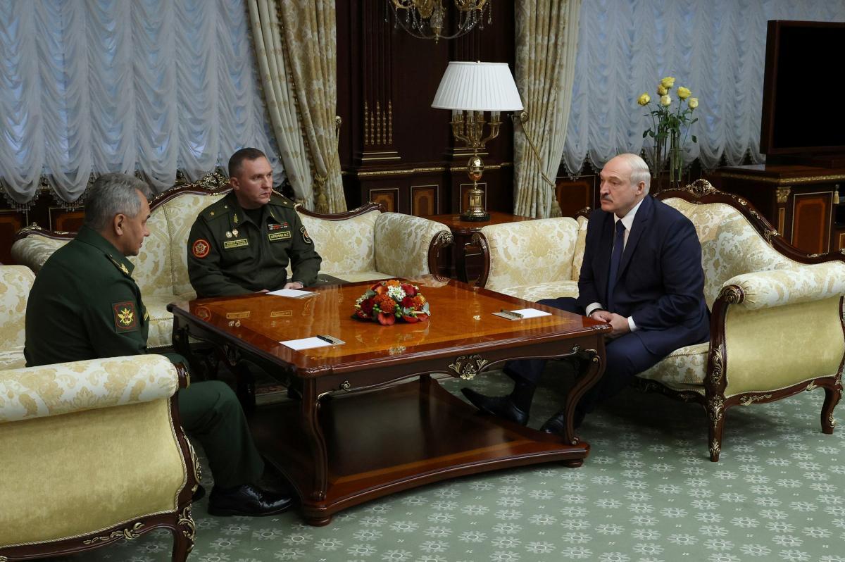 Лукашенко попросил у Путина 'некоторые типы вооружений'