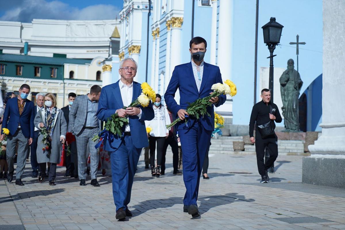 'Батькивщина' поздравила воинов с Днем защитника Украины, а также почтила память погибших