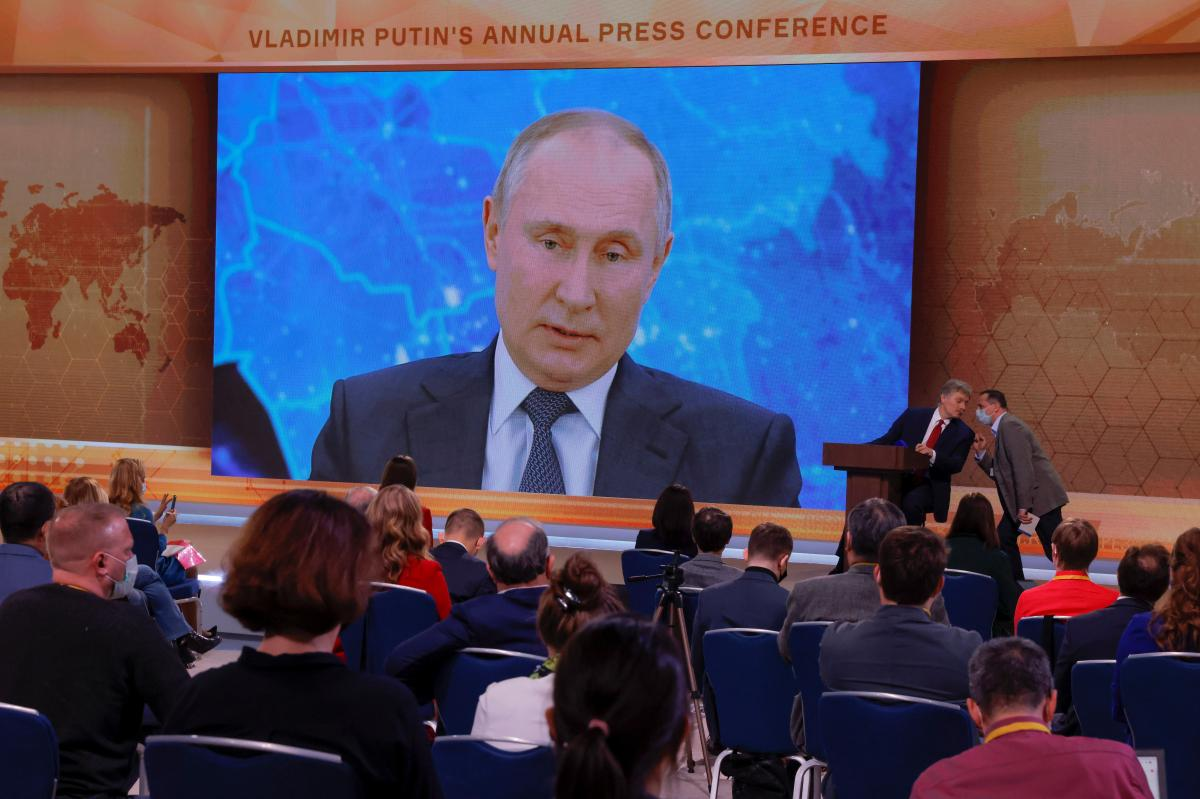 'У нас все проще': Путин решил массово колоть российскую вакцину от коронавируса, которую не признает ВОЗ