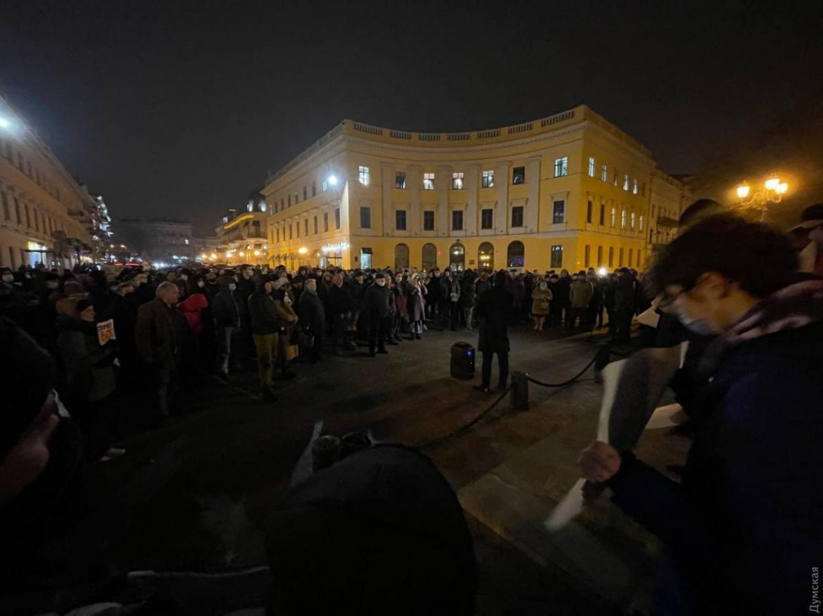 В Одессе более двухсот человек вышли на митинг в поддержку активиста Стерненко