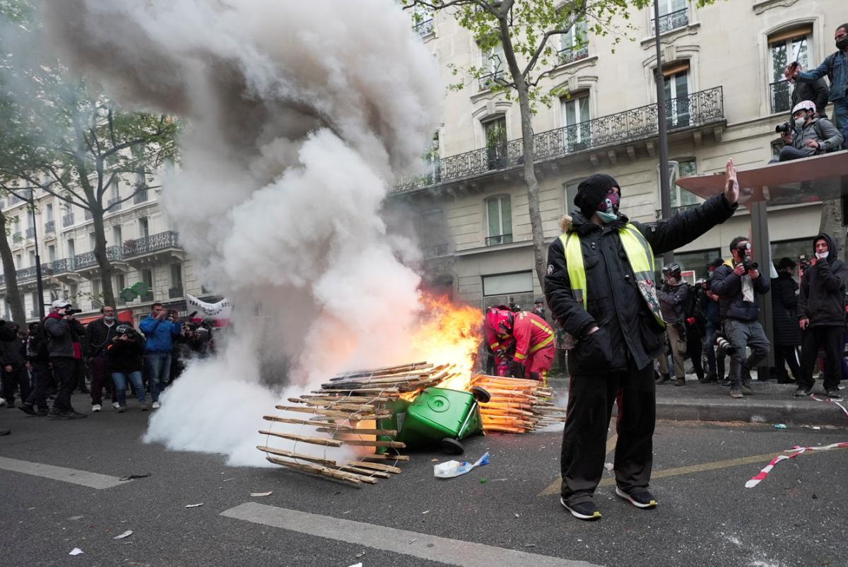 Во Франции и Турции первомайские демонстрации завершились задержаниями
