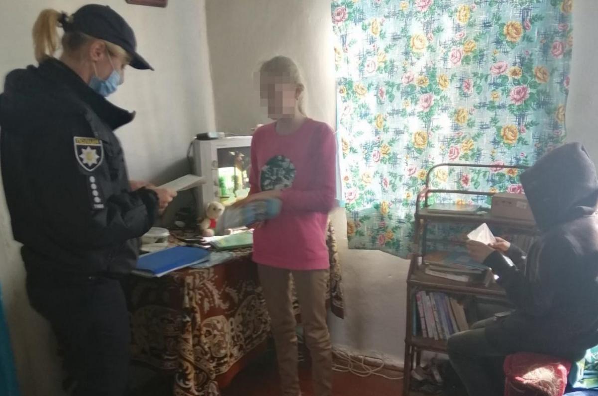 В Житомирской области горе-мать регулярно покидает детей и идет развлекаться