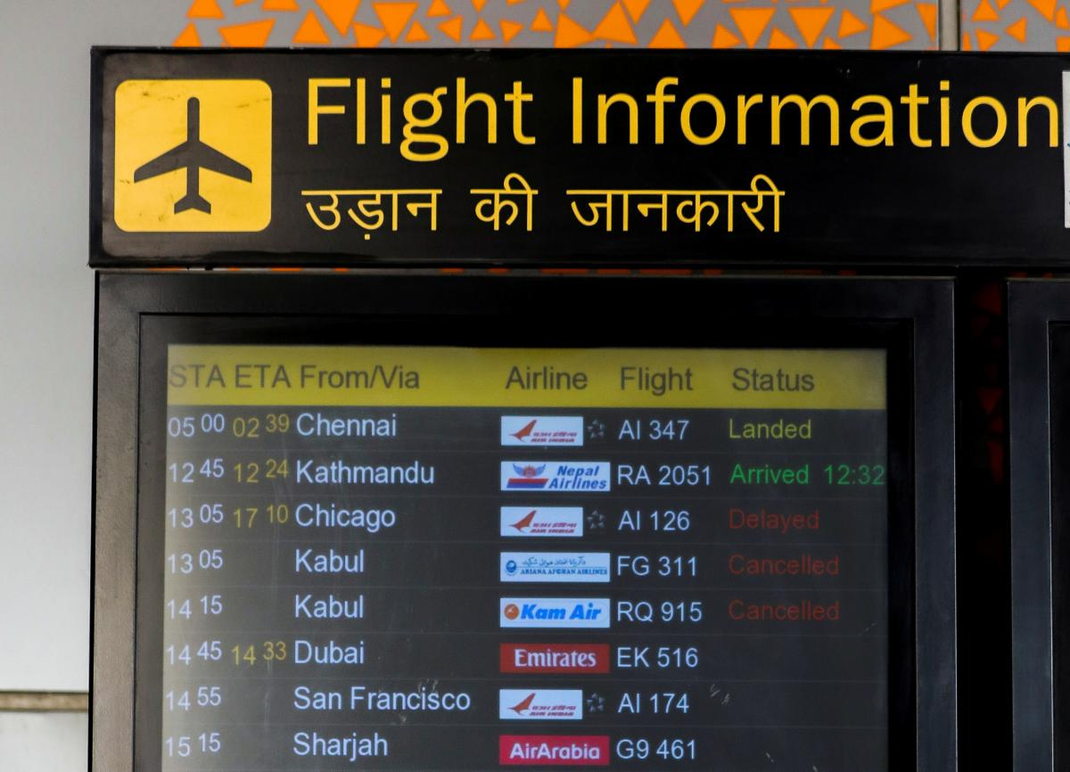 Украинский самолет для эвакуации не может вылететь из Кабула