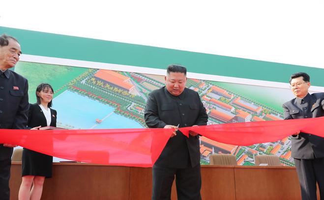 СМИ показали фото с Ким Чен Ыном на фоне сообщений о его отсутствии