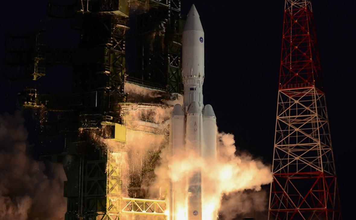 «Роскосмос» проработает создание тяжелой ракеты с многоразовыми ступенями