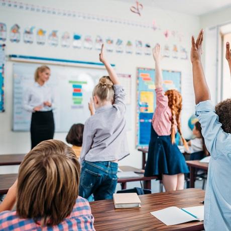 Подготовлены разъяснения по вопросам выплаты денежного вознаграждения учителям за классное руководство