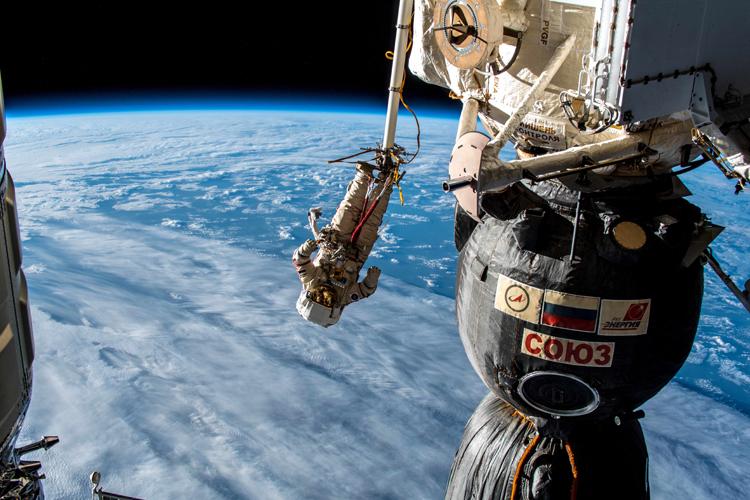 Полетать в открытом космосе МКС-туристам не светит