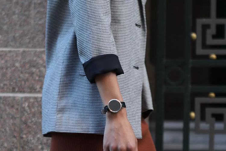 Garmin представила Lily — компактные умные часы, которые созданы специально для женщин