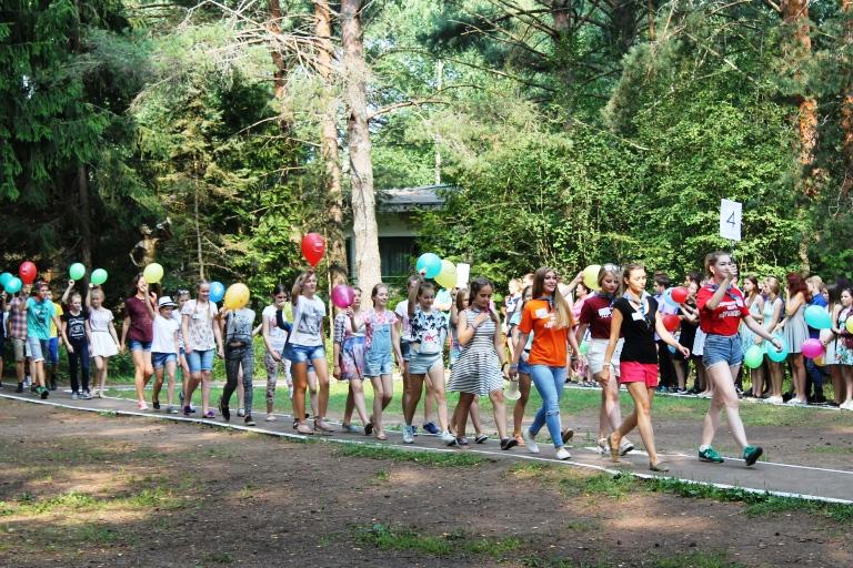 Родители тверских школьников могут обращаться на 'горячую линию' по вопросам летнего отдыха