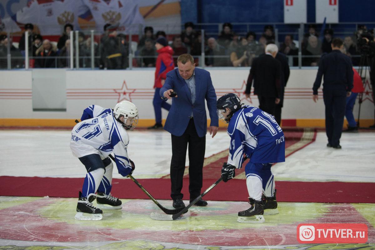Зампред правительства РФ провёл символическое вбрасывание шайбы в новом ледовом дворце Тверского СВУ