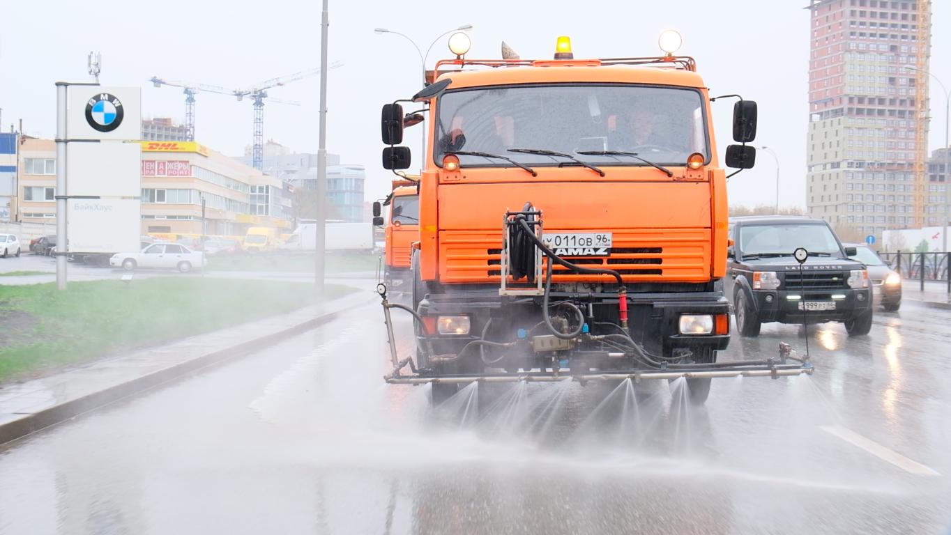 Резидент «Сколково» продал Екатеринбургу новый экологичный шампунь. Им уже моют улицы в двух районах