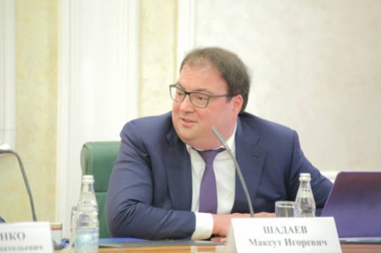 Глава Минцифры Максут Шадаев уравнял права российских и иностранных разработчиков ПО