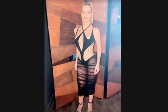 Глюкоза скопировала Меган Фокс и пришла на вечеринку в «голом» платье