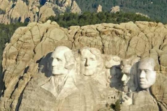 Канье Уэст показал фото скалы президентов США со своим портретом