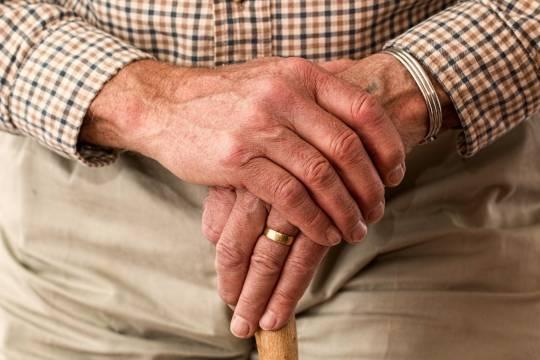 Пенсионерам посоветовали найти подработку для получения денег на еду