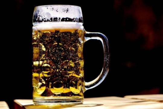 Роспотребнадзор не намерен запрещать продажу алкоголя на майские праздники