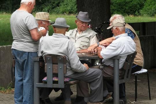 Российским пенсионерам посоветовали копить на старость