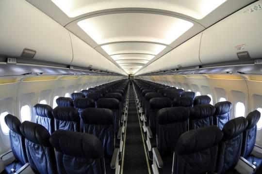 Стюардесса обвинила авиакомпанию в распространении коронавируса