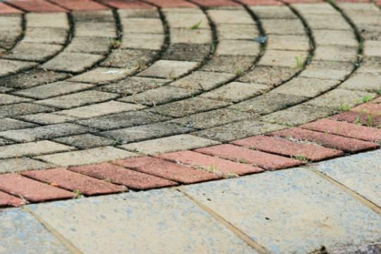 В Испании на улицах начали укладывать вырабатывающую электричество плитку