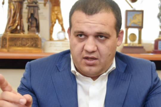 Экс-глава Федерации бокса России Умар Кремлев использует созданный задел для собственного бизнеса