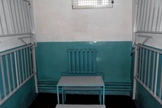 Заключенные устроили бунт и массово порезали себе руки