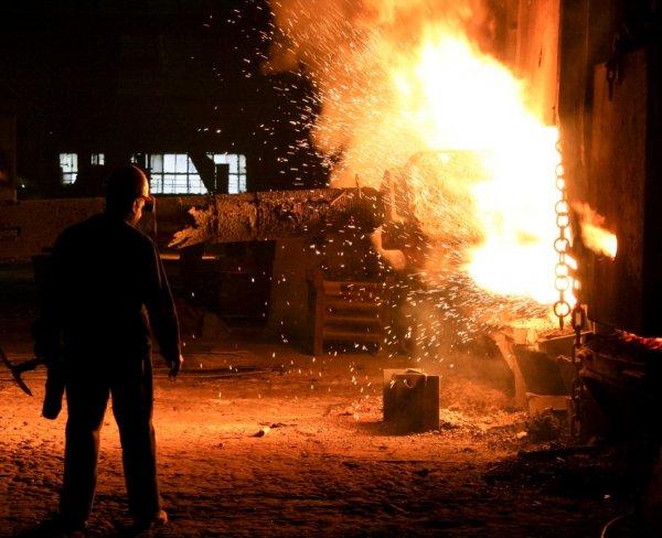 Два человека погибли при пожаре на Челябинском металлургическом комбинате