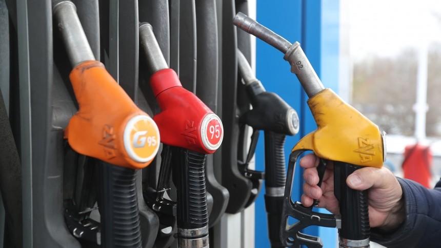 Бензин подешевел в России
