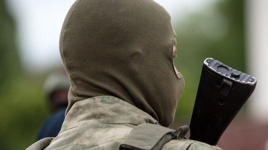 Один человек находится в заложниках в банке в центре Москвы