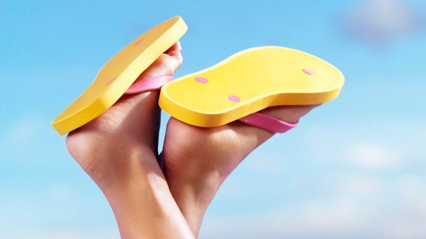 Коронавирус вернул в моду «уродливые» сандалии