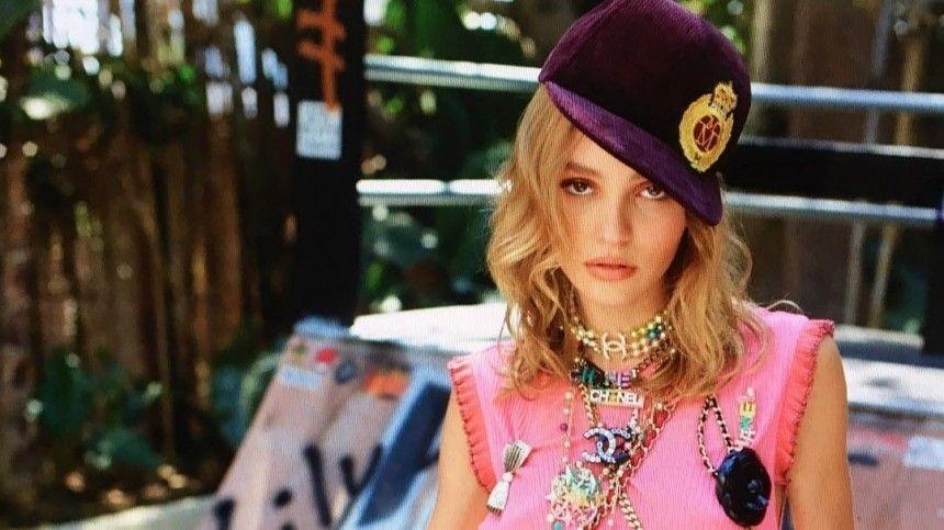 Дочь Джонни Деппа вышла прогуляться по Парижу без нижнего белья