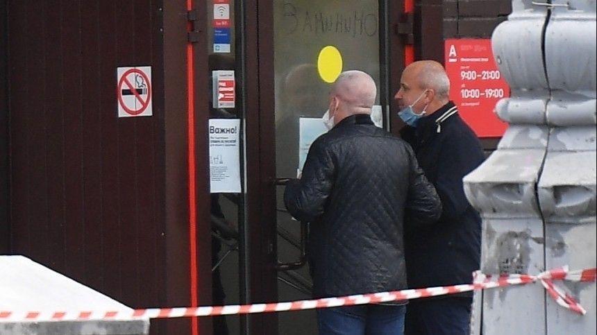 «Хотел узнать правду» — кадры допроса подозреваемого в захвате заложников в отделении банка в Москве