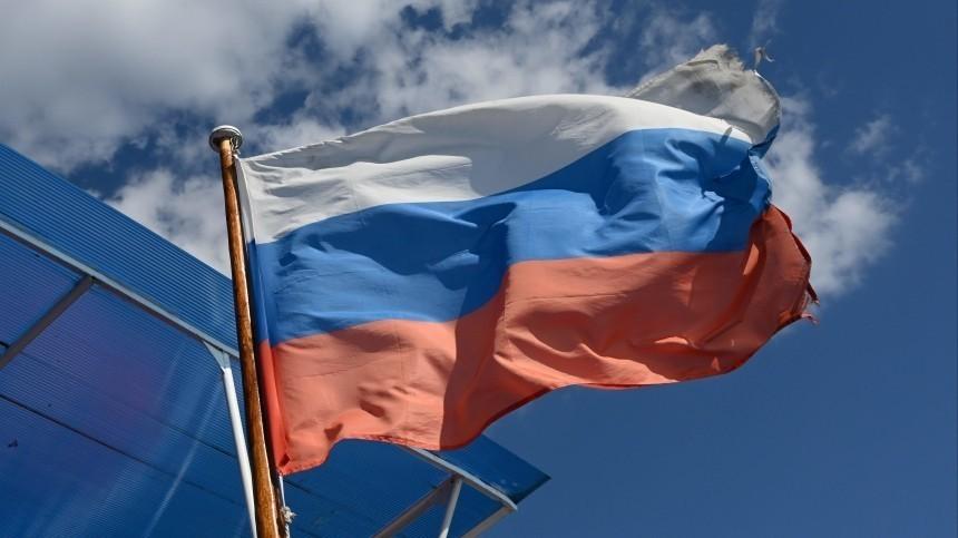 Путин поздравил соотечественников с Днем России и вручил золотые звезды Героям Труда