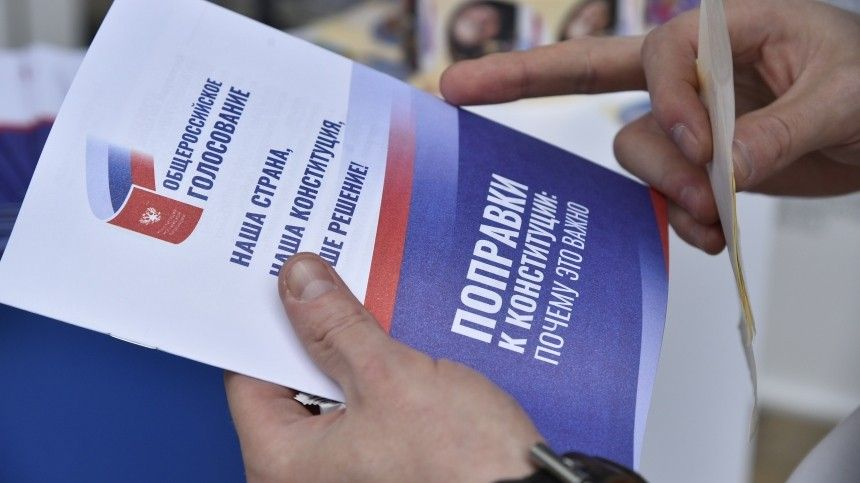 Песков в машине по пути на работу проголосовал по поправкам в Конституцию